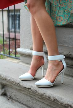 Check out @Jessica Sutton Artigue  rocking the perfect pair of ankle strap sandals that she found using our #topten lists!
