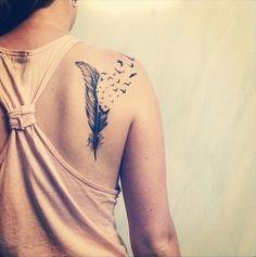 Dans cette galerie de tattoos vous trouverez plusieurs tatouages représentant des plumes. Les tatouages plume sont en ce moment très à la mode. Tatouage plume.
