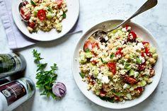 Řecký kuskus salát Kitchenette, Fried Rice, Pasta Salad, Risotto, Fries, Food And Drink, Ethnic Recipes, Eat, Crab Pasta Salad