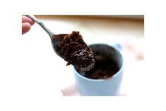 冬になると、甘くて温かいお菓子が食べたくなりませんか?でも出かけるのも寒いし作るのも面倒。 そんなあなたに、調理時間数分、材料たった3つ(+マグカップ)で作れるチョコレートケーキの作り方をご紹介します。 【材料】 ・卵(1個) ・粉砂糖(1/4カップ) ・ココアパウダー(大さじ1-2)※チョコ味の濃さはお好みで ・一般...