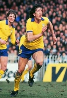 Paul Mariner of Ipswich Town in 1976. British Football, English Football League, Retro Football, Vintage Football, Football Stickers, Football Cards, Football Jerseys, Football Players, Paul Mariner