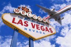 """A fabulosa Las Vegas! Capital do entretenimento, popularmente conhecida como """"a Disney dos adultos"""", mas se engana quem pensa que por lá só rola a jogatina nos cassinos. Sim, a verdade é que os cassinos, são para muitos, o principal motivo de ida para esse lugar tão espetacular, mas há uma infinidade de outras atrações, como shows dos mais conhecidos artistas, apresentações de dança, espetáculos de circo, ótimos restaurantes, até mesmo muitos casamentos."""