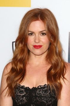 Love Isla Fisher's sexy waves for the Australians In Film Benefit Dinner. #Hair by Jen Atkin,
