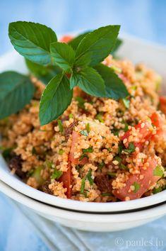Ich liebe Couscous Salat und seit Jahren mache ich ihn immer nach dem gleichen Rezept. Von Steph habe ich mich kürzlich neu inspirieren lassen. Sie hat Taboulé mit dunklem Sesamöl aufgepeppt. Das k...