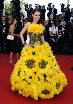 Let's call her Sunflower Lady.