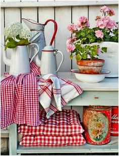 Red And White Antiques (300 pieces)