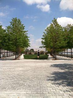 Louie Kahn: FDR Memorial, Roosevelt Island, NYC. View North Roosevelt Island, Architects, Sidewalk, Nyc, Memories, Memoirs, Souvenirs, Side Walkway, Building Homes