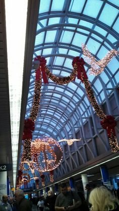 Wreath At O Hare Airport Christmas Decorations Chicago O Hare