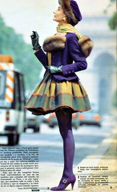 Nati Abascal posa para la revista Hola vestida de Valentino.