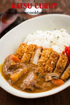 Enjoy rich and flavorful Japanese curry served with chicken katsu or tonkatsu over rice. The crunchy texture with creamy sauce is simply irresistible. Easy Japanese Recipes, Japanese Food, Japanese Curry, Japanese Meals, Chinese Food, Curry Recipes, Fish Recipes, Asian Recipes, Chicken Cutlet Recipes