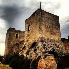 Castel San Michele saluta allantica con il sole e le nuvole sfilacciate dal vento...F. Alziator
