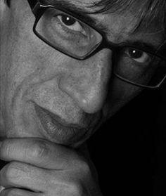 GIAMPAOLO ATZENI - PITTURA-ILLUSTRAZIONE Nasce a Cagliari nel 1954, nel 1975 si trasferisce a Firenze dove si laurea in Architettura. Dopo aver lavorato in teatro come attore e in seguito come fotografo, realizzando reportage in Africa, India, e Medio Oriente, nei primi anni '90 sviluppa e sintetizza lo stile pittorico che caratterizza le sue creazioni.... http://www.kokeshirebelfest.com/#!giampaolo-atzeni/c146d
