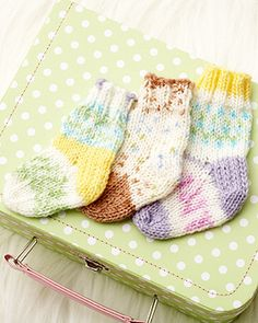 FREE - Pattern for knit baby socks. Sizes 3/6 months and 12/18 months.