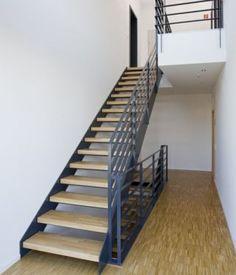 Innentreppe Stahltreppe mit Holzstufen Buche Treppe Stahl Holz