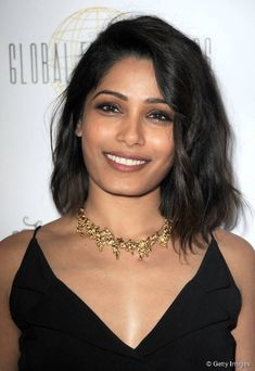 We can't get enough of Freida Pinto's wavy blowout hairstyle!