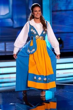 Kingdom of Sweden (Swedish Folk Costume) Swedish Women, Swedish Girls, Country Costumes, Folk Costume, Historical Costume, Ethnic Fashion, Costumes For Women, Traditional Outfits, Long Sleeve Shirts