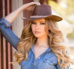 Carefree wavy #hairstyle #country hat