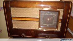 Antieke radio Aristona, speelt nog doek licht beschadigd.