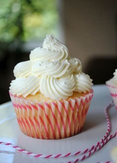 Almond Wedding Cake Cupcakes with Raspberry Filling 1 #weddingcakerecipes