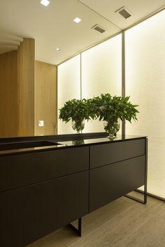 Residência Brise / Gisele Taranto Arquitetura @GT_Arquitetura #lavabo #banheiro #lavatory #bathroom #restroom #lighting