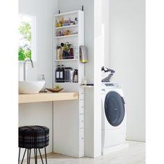 洗面所の置き場が増えるスライドテーブル付きのサニタリー隙間収納。サイドがオープンなので取り出しやすい収納家具です。下部はストックに便利なサニタリーチェスト仕様です。