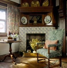 Oak Room at Wightwick Manor still life of chair with William Morris fabric by the fireplace light st Arts And Crafts Interiors, World Of Interiors, Cottage Interiors, Victorian Interiors, William Morris, English Interior, English Decor, English Country Cottages, English Country Style
