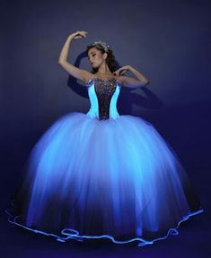 Glow in the dark quinceañera dress. OMG!!!!! This is so cool. Wish i couldve done this. If you use this dress pls invite. Wanna see how beautiful it looks on a beautiful quinceañera.