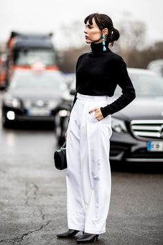 Modern chic outfit: black sweater and high waisted white pants  | For more style inspiration visit 40plusstyle.com