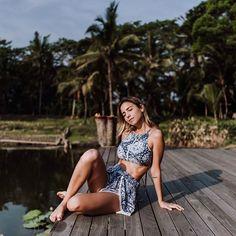 good morning!  primeiros raios de sol da manhã depois da yoga! usando @summerhouseilha - amando usar esses biquinis/maiôs com shorts combinando. fofo e confortável! #luliwanderlust #lulinatailandia foto: @managollo