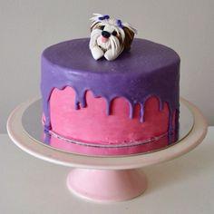 O nosso bolo Drippy Cake ganhou um detalhe especial! Uma cachorrinha de pasta americana, réplica da aniversariante! Feliz 1 ano, Luna! 💕🐶💜🎂 . Orçamentos e encomendas: 📞 Whatsapp: (11) 96892-2623 💌 contato@bolosdacintia.com . #bolosdacintia #bolodecorado #dripcake #drippycake #aniversario #cachorro #dog #shitzu #shihtzu #pastaamericana #fondant #instacake #cakeboss