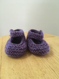 These baby booties are so sweet, from the Etsy shop CozeeQuilts. These baby booties are so sweet, from the Etsy shop CozeeQuilts. Knit Baby Shoes, Knit Baby Booties, Shoe Recipe, Purple Baby, Handmade Gifts, Etsy Handmade, Kids Gifts, Warm And Cozy, Christening