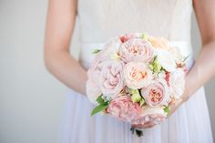 #brautstrauß #bouquet #peonies Brautstrauß mit Pfingstrosen - Märchenhafte Dornröschen Schlosshochzeit im Vintage Stil | Hochzeitsblog - The Little Wedding Corner