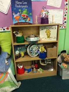 Story shelves inspired by Primary Classroom, Preschool Classroom, Book Corners, Reading Corners, Curiosity Approach Eyfs, Book Area, Story Sack, Story Retell, Daycare Rooms