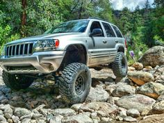 to circa 2012 when this beast was still on and had lots of sheet metal and full bumpers. by wj_crawler Custom Trucks, Custom Cars, Bfg Km2, Lifted Jeep Cherokee, Jeep Wj, Jeep Grand Cherokee Limited, Jeep Mods, Off Road Adventure, Suv Cars