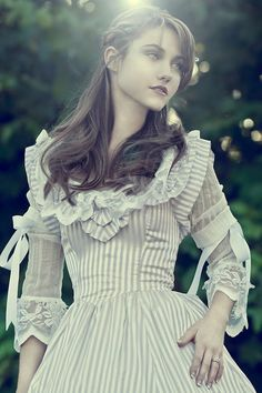 25 Beautiful Girls Wearing Victorian Era Dresses