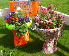 upcycling toilets as funky garden planters! #homesfornature.