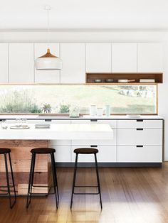 Brilliant Small kitchen cabinets home depot,Small ranch house kitchen remodel tricks and Kitchen design basic layouts. Best Kitchen Designs, Modern Kitchen Design, Interior Design Kitchen, Minimal Kitchen, Modern Interior, Interior Architecture, Kitchen Contemporary, Modern Bar, Interior Plants