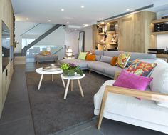 Molins Interiors // arquitectura interior - interiorismo - decoración - salón - living room - chimenea - fireplace - confort - salón - roble - oak - mobiliario - furniture - alfombra - rug