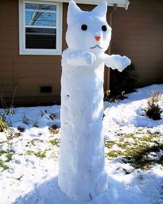 Long Cat is long!   10+ Hilariously Creative Snowmen That Would Make Calvin And Hobbes Proud