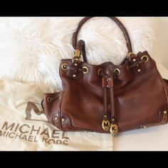 I just added this to my closet on Poshmark: Michael Kors Purse. Price: $150…