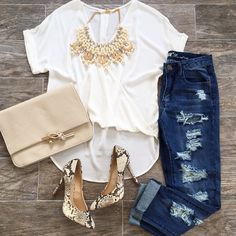 Jeans and white tee outfit idea with a snakeskin t. - Jeans a Look Fashion, Autumn Fashion, Fashion Outfits, Womens Fashion, Fashion Trends, Casual Outfits, Cute Outfits, Looks Plus Size, Elegantes Outfit