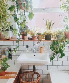 boho Bathroom Decor Little Known Ways to get Bohemian Bathroom Tropical Home Decor, Tropical Houses, Tropical Interior, Tropical Colors, Bathroom Plants, Small Bathroom, Bathroom Goals, Garden Bathroom, Bathrooms Decor