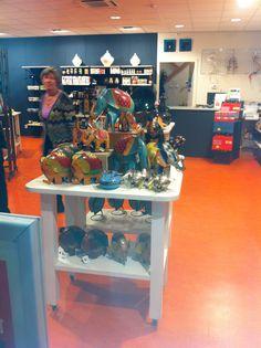 Wereldwinkel Hoogezand Visual Merchandising, Bar Cart, Furniture, Home Decor, Decoration Home, Room Decor, Home Furnishings, Arredamento, Interior Decorating