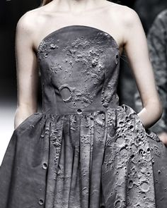 Moon's surface gown, Ana Locking F/W 2014. Boring colour, splendid concept.
