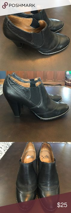 Sofft Black Leather Ankle Boot Very good preowned condition with elastic to aid in pulling on. Thick stitching around toe box. Size is 8M. Sofft Shoes Heeled Boots