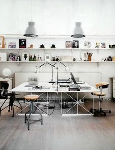 I want to put wall paper in my home office too! :D Home Office Design Ideas, Pictures of Home Office Designs, Home Office Home Office Inspiration, Workspace Inspiration, Sunday Inspiration, Office Inspo, Office Ideas For Work, Suppose Design Office, Home Office Design, Office Designs, Office Workspace