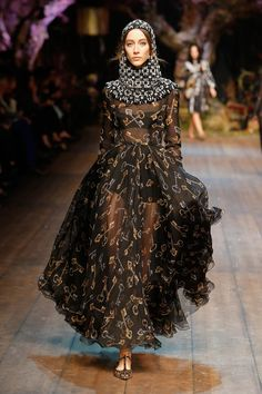Catwalk Fashion Show 2015 Dolce amp Gabbana Woman Catwalk