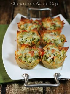 These Chicken Pesto Wonton Cupcakes are a perfectly portioned and delicious muffin tin meal! Only 170 calories or 4 Weight Watchers SmartPoints each! Wonton Recipes, Ww Recipes, Appetizer Recipes, Chicken Recipes, Cooking Recipes, Healthy Recipes, Wonton Appetizers, Cooking Eggs, Gourmet