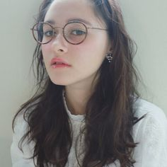おしゃれメガネ女子必見眼鏡ヘアスタイルのGOODバランスとは Cute Glasses, Girls With Glasses, Medium Hair Styles, Natural Hair Styles, Long Hair Styles, Nerd Chic, Hair Arrange, Model Face, Womens Glasses