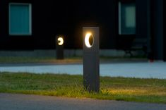 Do not renounce modern lighting design in the outdoor area and set accents with attractive Lighting Driveway Lighting, Backyard Lighting, Exterior Lighting, Outdoor Lighting, Landscape Elements, Landscape Architecture, Landscape Design, Architecture Photo, Lighting Concepts
